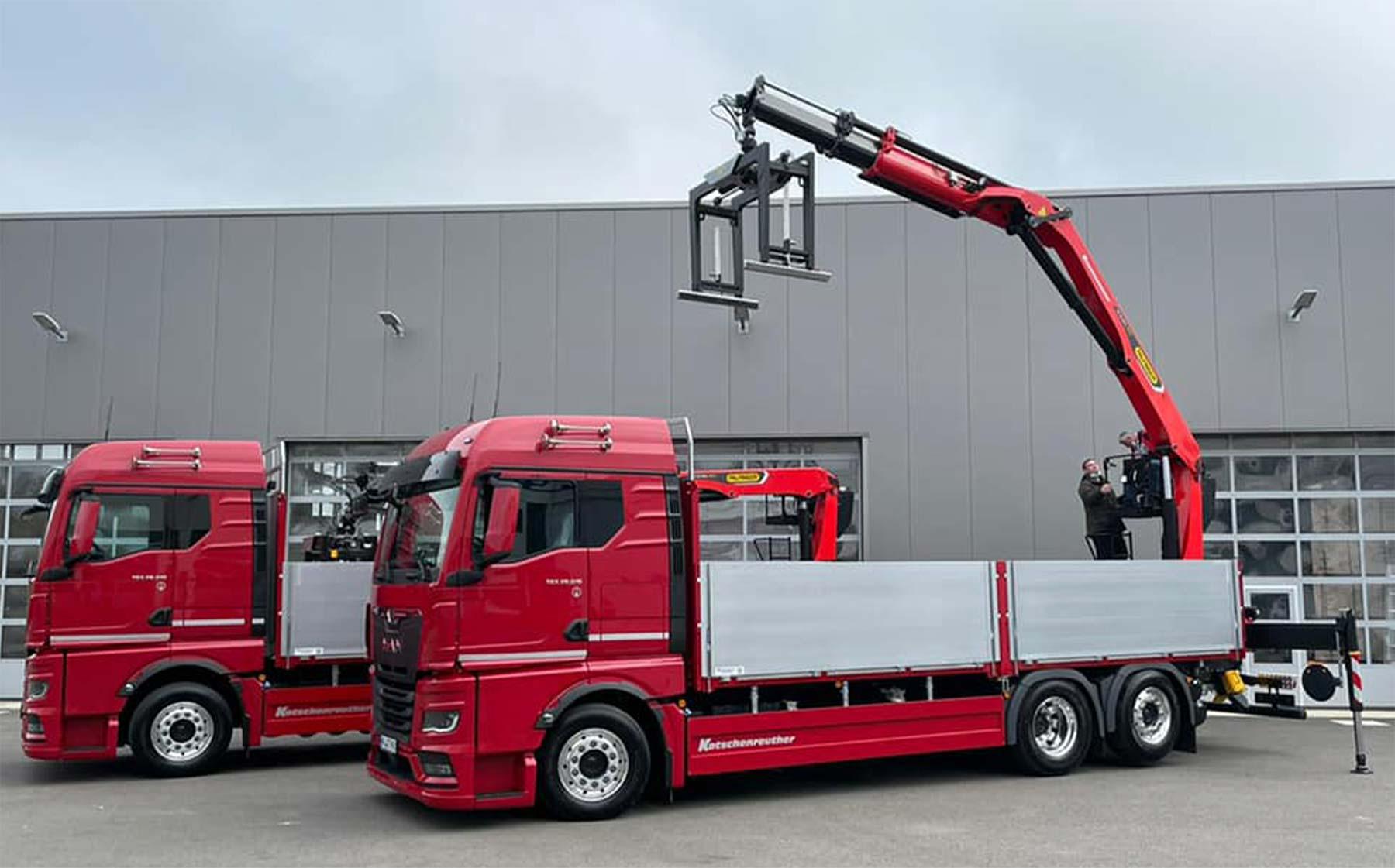 LKW mit Baustoffkran